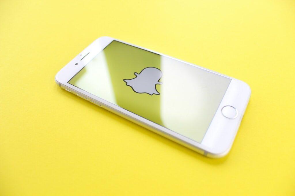 Das Logo von Snapchat auf einem Iphone