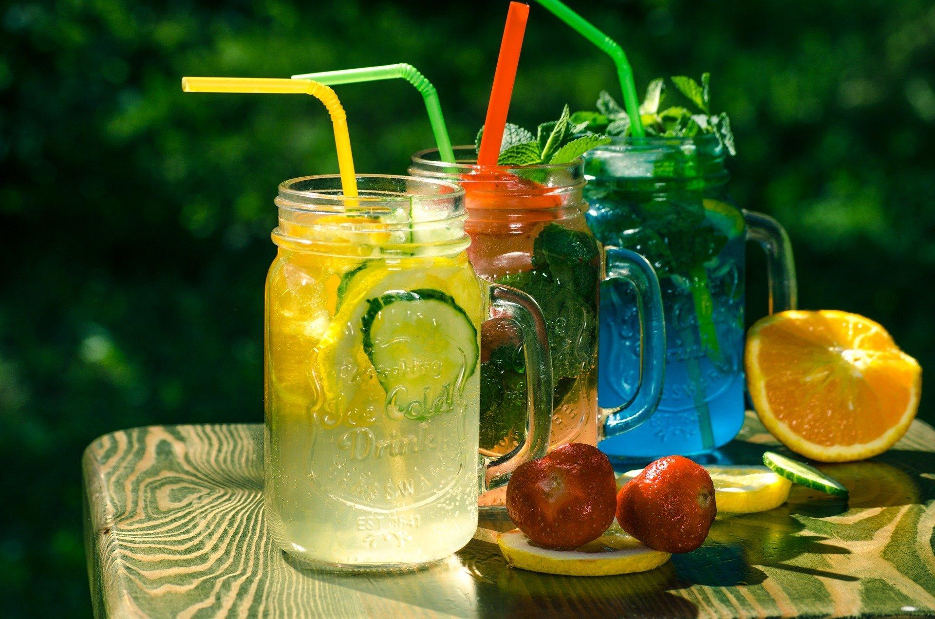Limonade in verschiedenen Farben